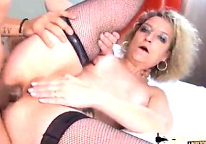 Blond-haired amateur granny fucking on cam